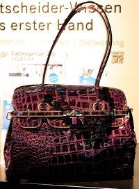 lila Damenhandtasche in XXL