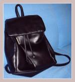 schwarzer Cityrucksack aus Leder, Vorderansicht