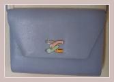 hellblaue Tasche aus Kunstleder, Vorderansicht