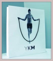 Einkaufstüte mit Werbung für das älteste Kaufhaus YKM in Ankara