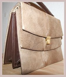 Wildlederhandtasche, Vorderansicht