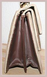 Wildlederhandtasche, Seitenansicht