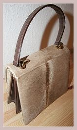 Wildlederhandtasche, Rückansicht