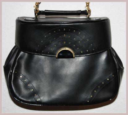 schwarze Handtasche, Vorderansicht