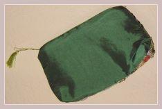 Kosmetiktasche in grün mit Stickerei, Rückansicht