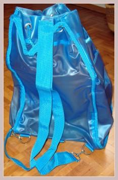 blauer Rucksack, Rückansicht