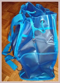 blauer Rucksack, Seitenansicht mit Seitentasche