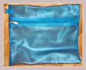 blauer Rucksack, Kosmetiktasche