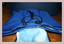 blauer Winterrucksack, Vorderansicht liegend