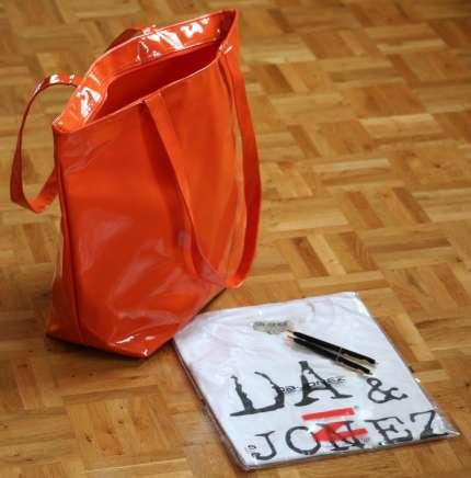 Shopper in orange mit Goodies