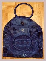 dunkelblaues Täschchen mit Perlenstickerei, Innenansicht