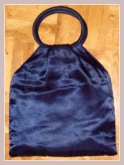 dunkelblaues Täschchen mit Perlenstickerei, Rückansicht