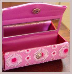 Lippenstiftäschchen in rosa mit Stickerei, Innenansicht