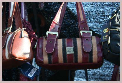 Taschen vom Markt in Ondara