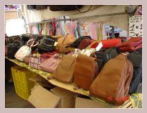 Taschenstand auf dem Mercadillo