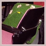 grüne Rasentasche mit Blumen